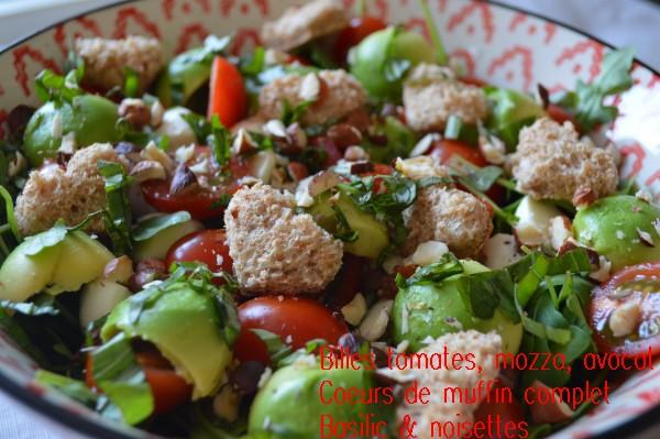 billes tomates, mozza, avocat, coeurs de muffin complet, basilic & noisettes