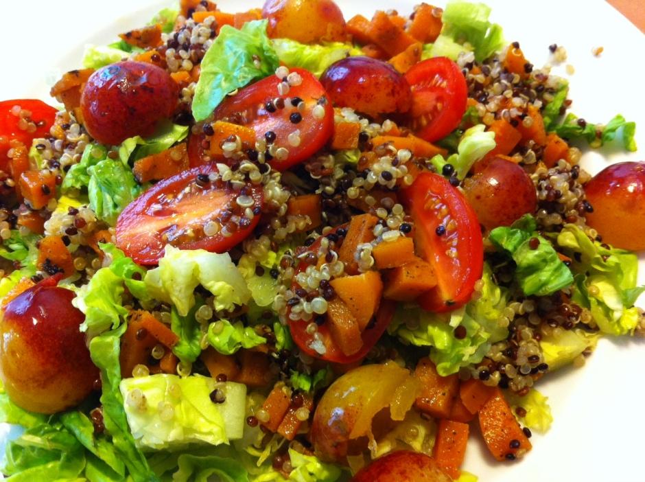 salade sucrée/salée : quinoa, mirabelles, tomates cerises, carottes roties, sucrine