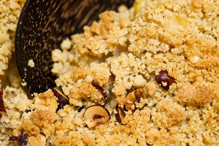 Crumble d'automne délicieux (pommes, poires & noisettes)